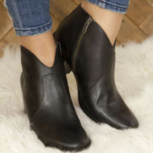 frye nora zip ankle boots black new in box